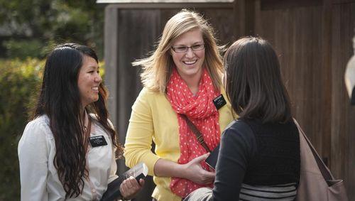 Mormon-sister-missionaries